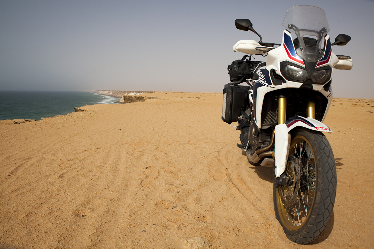 Africa Twin dans le Sahara Occidental