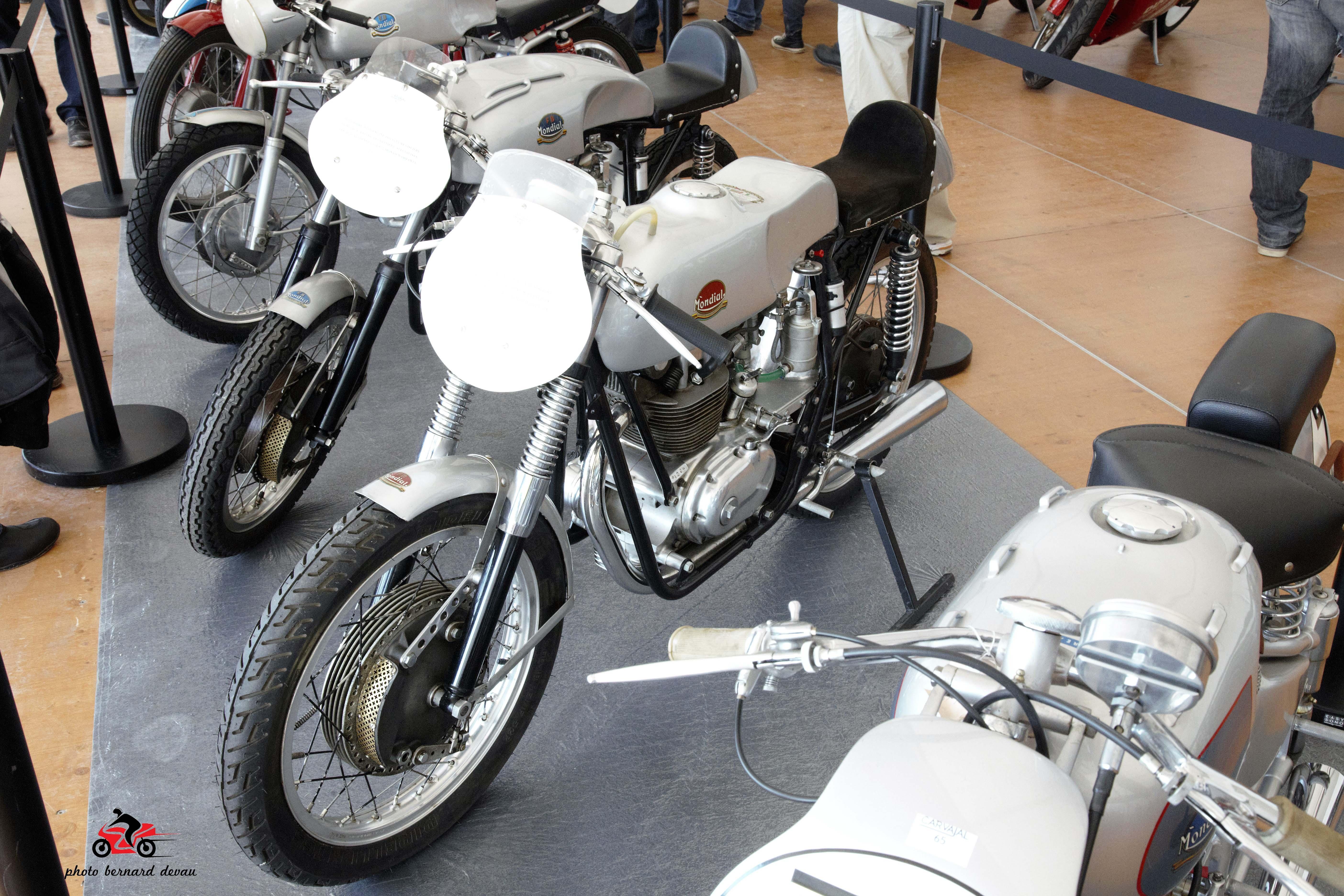 moto archives nostalgie moto. Black Bedroom Furniture Sets. Home Design Ideas