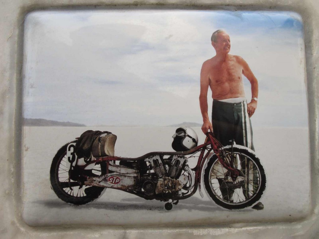 close-up-of-burt-munro-mosaic-tile-on-burts-gravestone
